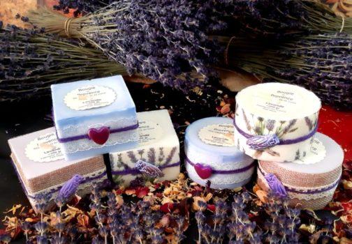 Bougies de provence parfumées à l'huile essentielle de lavande bio décorées à la main