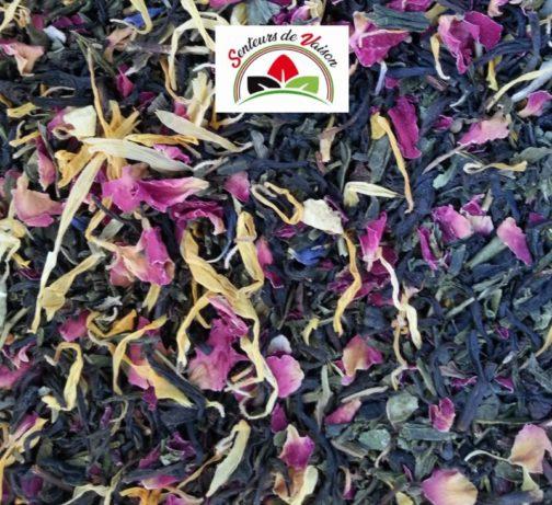 mélange de thés verts et Noirs fruités avec des fleurs