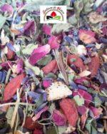 tisane de plantes avec des fleurs de lavande et goji